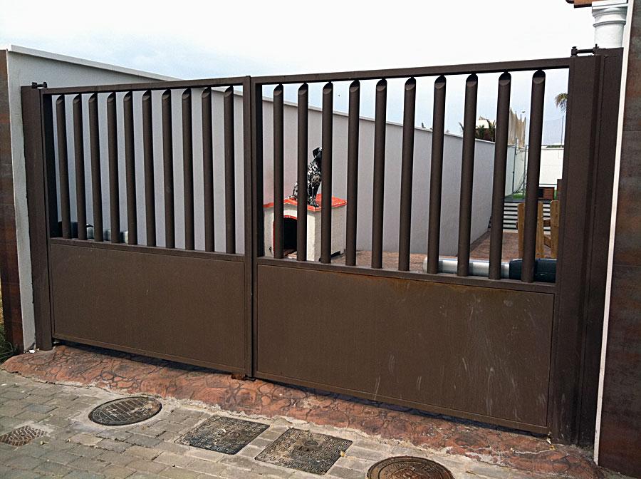 Fotos de puertas de hierro - Puertas de hierro para jardin ...
