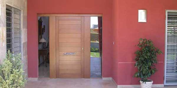 Fotos de puertas de madera exterior for Lo ultimo en puertas de interior