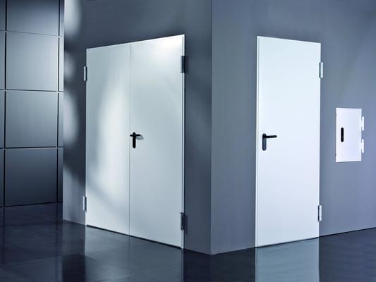 las puertas combinadas tienden a ser muy pesadas debido a la utilizacin de varios materiales es por ello que lo conveniente es que sean fijadas por no