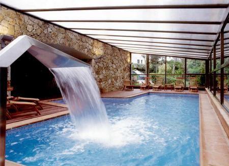 Piscinas dentro de la casa for Casas modernas con piscina interior