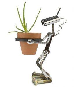 Robot macetero para decorar el jardin