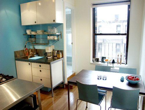 Cocina pequeña azul